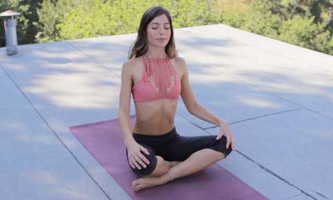 yoga, bikini body, beginners yoga, alexa, acacia top